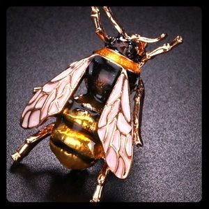 enamel bee pin so cute! new trending